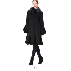 Stunning Belle Fare Cashmere Coat with Mink Trim❣️